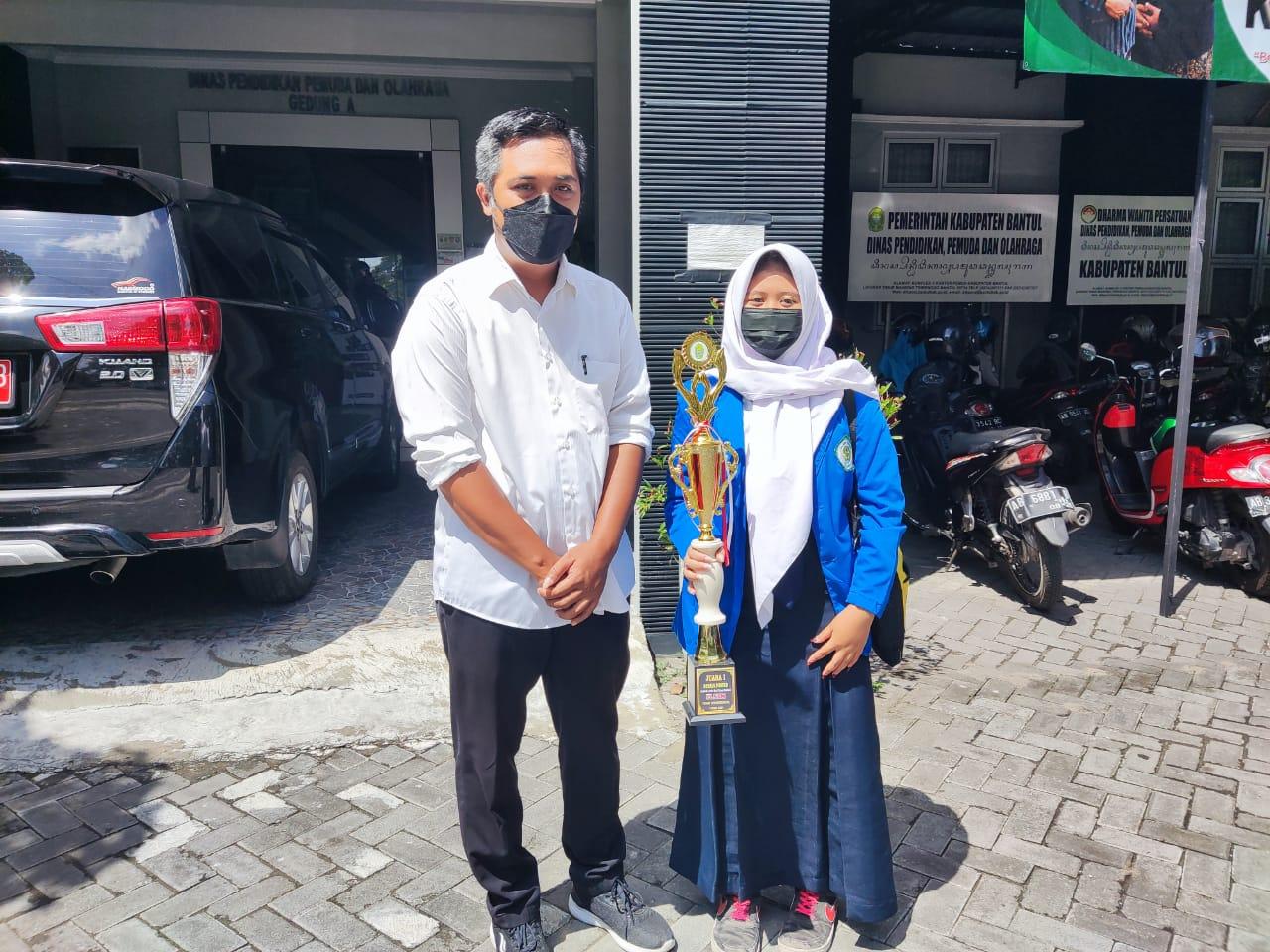 Aulia Rahmah Wiyanti Juara 1 Festival Lomba Seni Siswa Nasional (FLS2N) Tingkat  Kabupaten  Bantul
