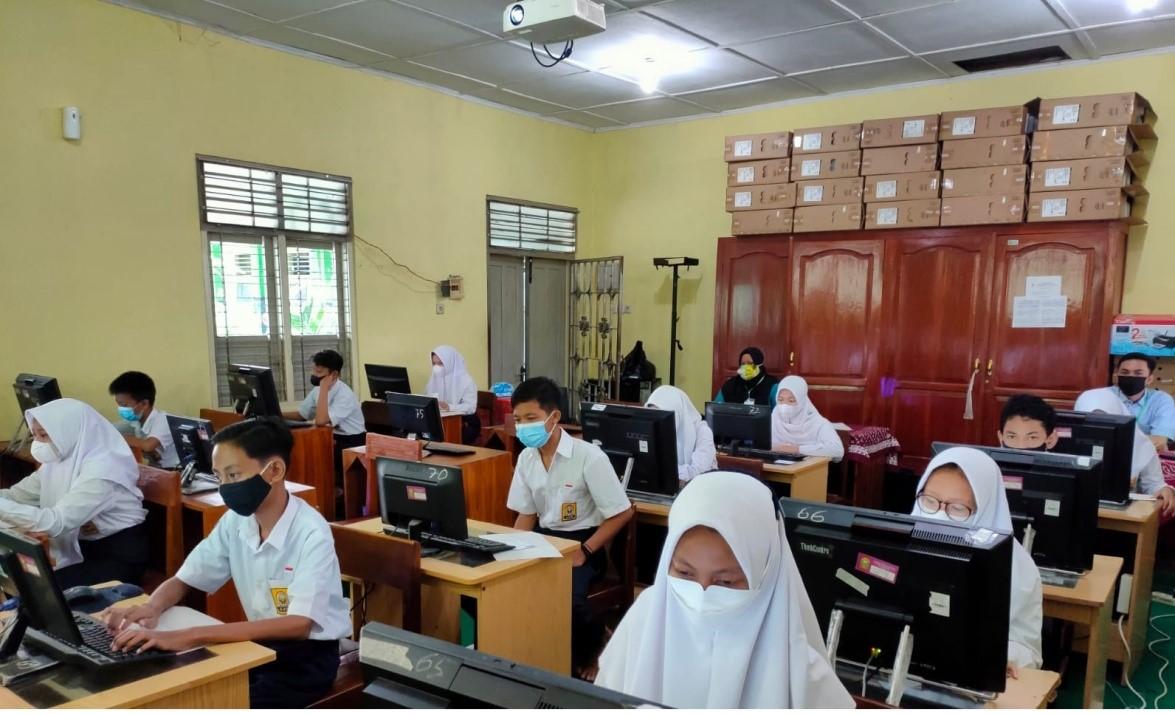 Pelaksanaan  ANBK  di  SMP  Negeri 3 Kasihan Diikuti 45 Siswa  Lancar